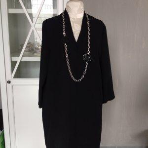 Lässiges Kleid, sehr cool schaut aus mit schicke Kette