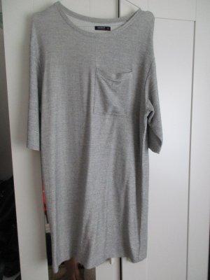 lässiges Oversized Kleid in silber/ grau