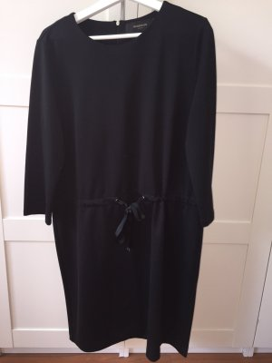 Lässiges schwarzes Kleid