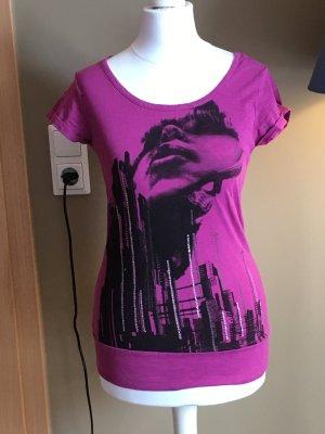 Lässiges Shirt mit großem Rückenausschnitt