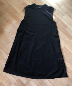 Lässiges, weit ausgestelltes Kleid • COS