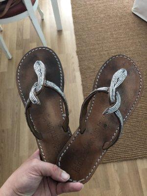 Sandalo infradito con tacco alto marrone-argento