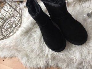 Lammfell Boots schwarz
