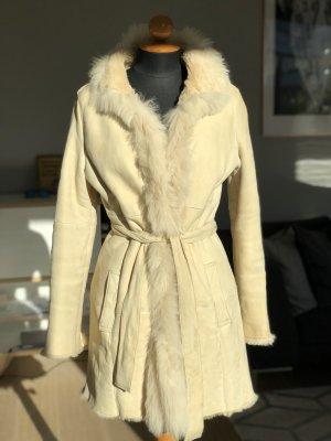 Abrigo de piel crema