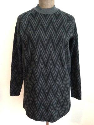 Lang geschnittener Pullover von COS aus Merinowolle/ Baumwolle, Gr. M (38/40)
