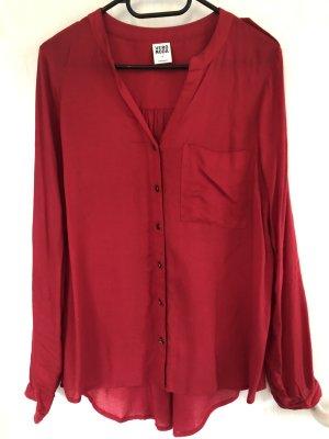 Langärmelige Bluse zum hoch Knöpfen