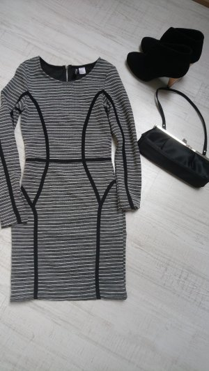 Langärmeliges Kleid gestreift