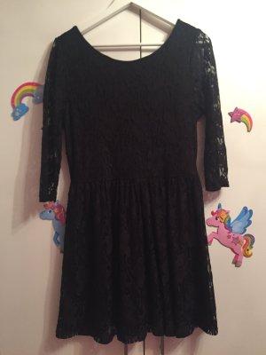 Langärmeliges Kleid mit Spitzenärmeln