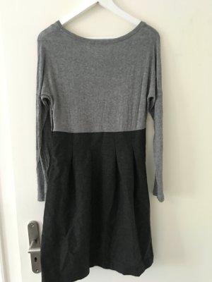 Langärmeliges Kleid von Cos
