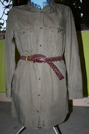 Langärmliches Kleid