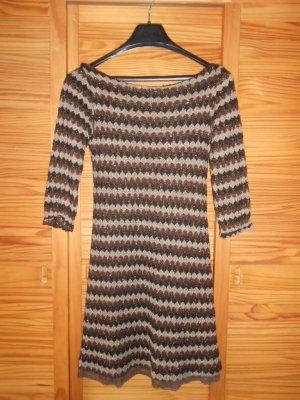 Langärmliges Kleid mit schlichten Glitzerelementen