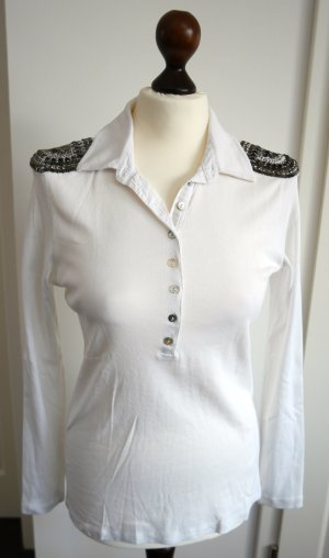 Langarm Shirt in weiss mit Applikationen auf den Schultern und Perlmuttknöpfen