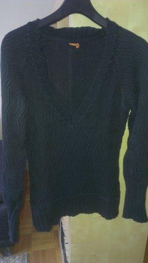 Langarmpullover mit leichtem Zopfmuster und großen V-Ausschnitt