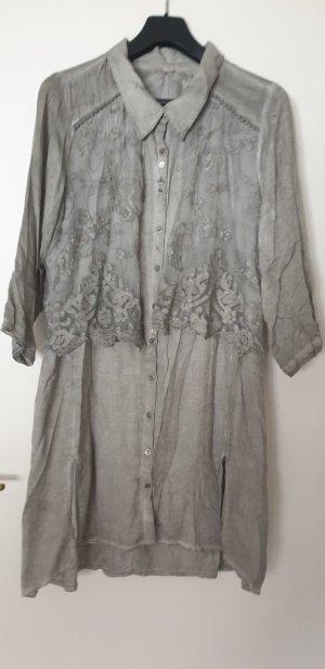 lange Bluse / Kleid mit schöner Knopfleiste und versch. Anhängern Gr. 42