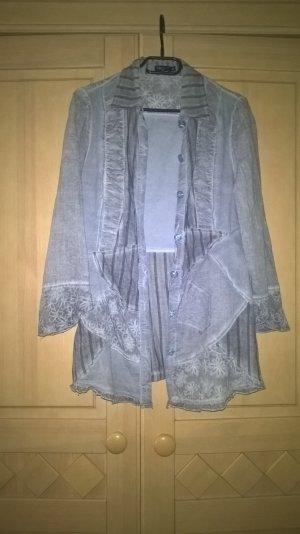 lange Bluse mit vielen Details