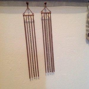 Lange bronzefarbene Ohrhänger