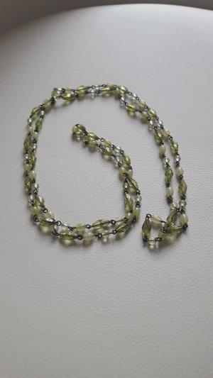 Lange grüne Kette