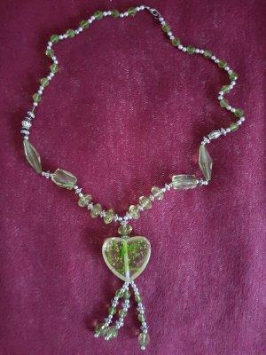 lange Halskette aus Kunststoff
