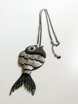 Lange Halskette mit großem Anhänger Fisch