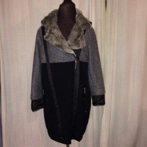 Lange Jacke mit hochwertigen Kunstfell und aufwendiger Strassstein Verziehrung