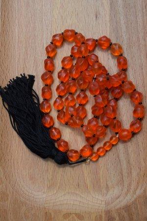 Collier orange foncé-noir