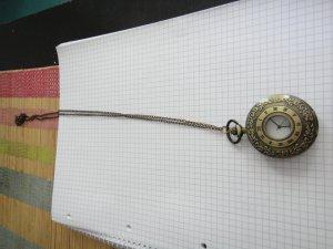 lange Kette mit Uhranhänger