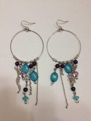 Lange Ohrhänger in silberfarben mit blauen und lilanen Steinen
