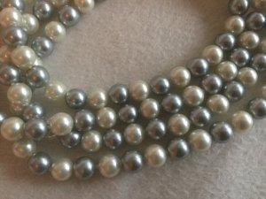 Lange Perlenkette 120 cm hellgrau/weiß
