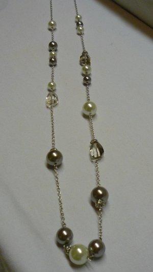 Lange Perlenkette silberfarben Perlen in weiss + hellgrau