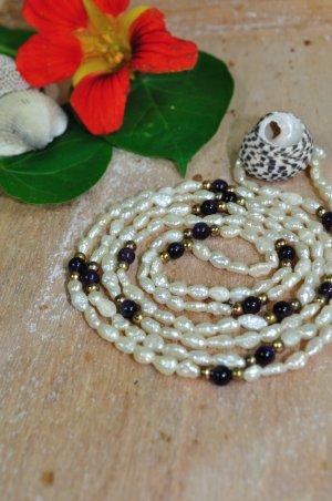Lange Perlenkette / Steinchenkette mit Lila und Gold Steinchen