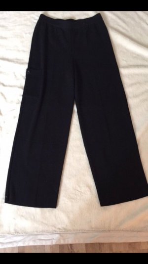 Lange schwarze Culotte