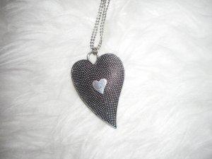 lange Silberkette mit Herzanhänger