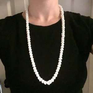 Collar de conchas blanco-color plata