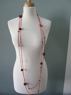 Pearl Necklace red-cream