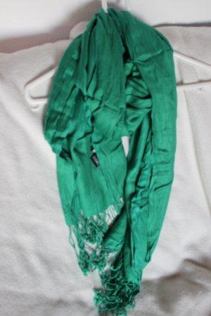 Langer breiter Schal
