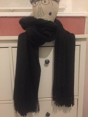 langer, flauschiger Schal