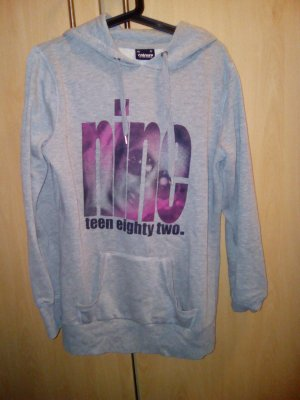langer grauer Pullover mit Aufdruck in xl
