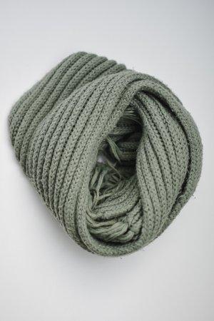 Langer  khakifarbener Wollschal