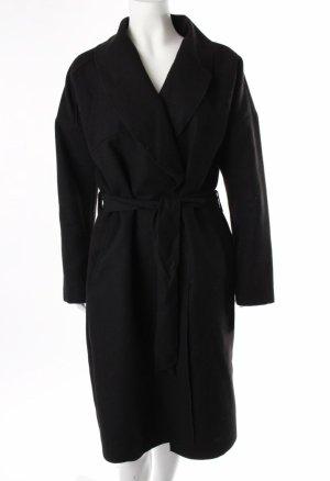 Langer Mantel mit Gürtel