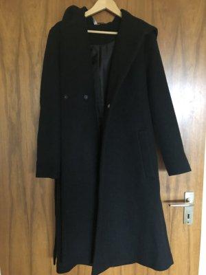 Langer Mantel mit Kapuze und Schnüre