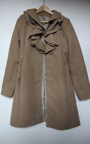 Langer Mantel mit Verzierung