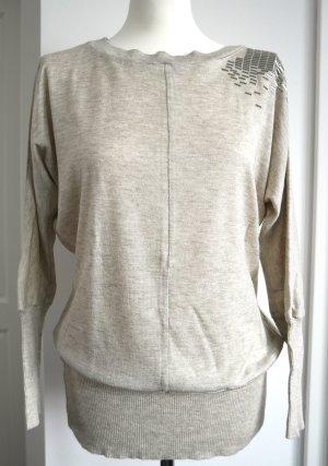 Langer oversized Pullover mit silbernen Applikationen auf der Schulter