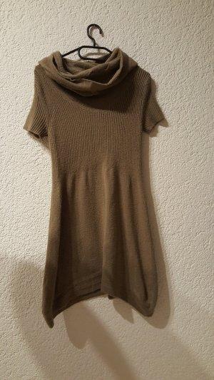 Langer Pulli oder auch als Kleid tragbar in einem schönen Besch