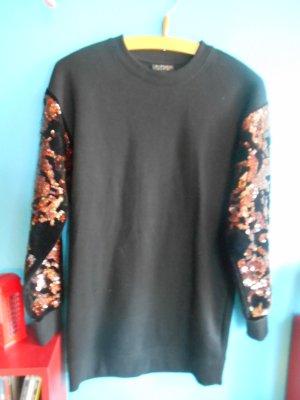 langer Pullover mit Pailletten und Samt an den Ärmeln