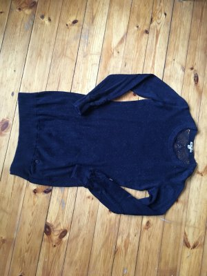 Langer Pullover mit schöner Stickerei