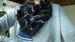 langer Schal schwarz ein Unikat