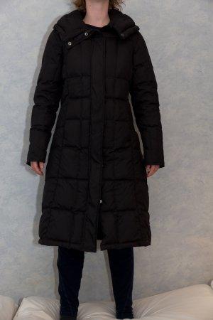 Langer schwarzer Daunenmantel von Urban Outfitters in Größe 34