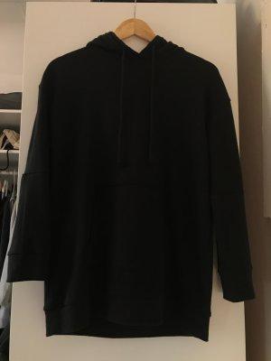 Langer schwarzes Hoodie
