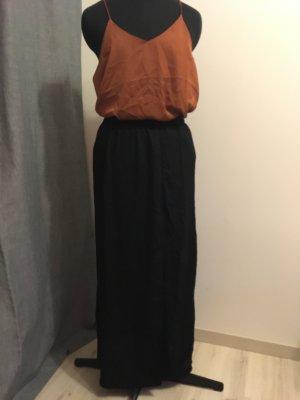 langer Stoffrock mit seitlichem Schlitz