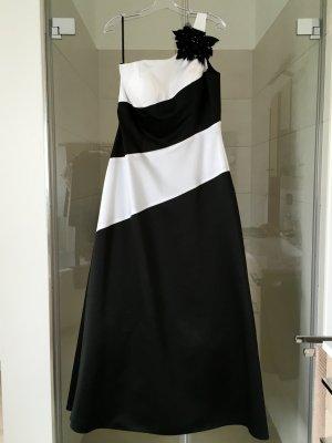 Langes Abendkleid von LILLY-Brautmoden